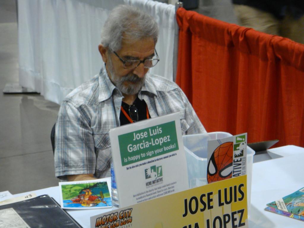 Jose Luis Garcis Lopez draws a sketch.