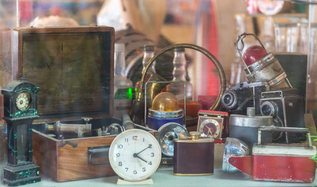 Sell Your Vintage Collectibles – Top Prices Paid